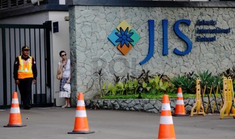 Jakarta International School (JIS).