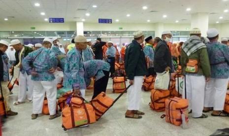 Jamaah haji Indonesia di Bandara Amir Muhammad, Madinah,Arab Saudi.