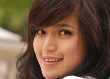 Jessica Iskandar on Jessica Iskandar Rajin Belajar Shalat   Republika Online
