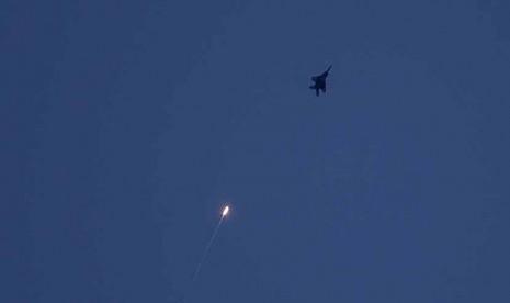 Jet tempur Israel melakukan serangan udara ke wilayah Gaza.