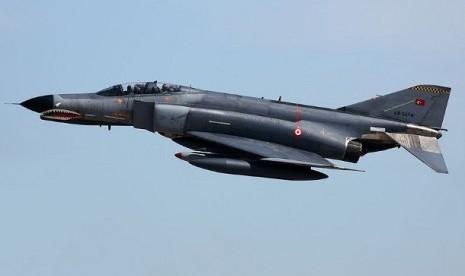 Turki Paksa Turun Pesawat Sipil Suriah