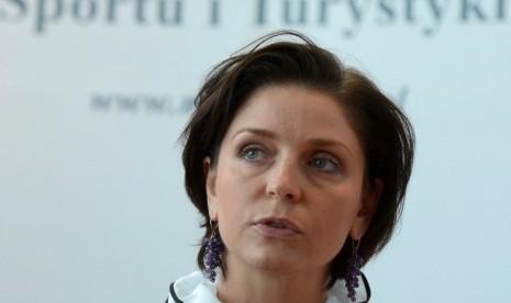 Stadion Tergenang Air, Menteri Olahraga Polandia Mundur