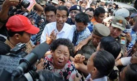 Tiba di Balai Kota, Jokowi Dihadang Seorang Ibu