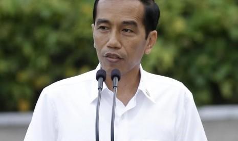 Jokowi Ajak Menteri Tinjau 76 Gudang Beras Bulog