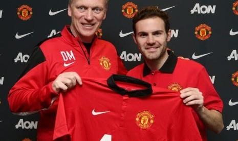 Juan Mata kini resmi berkostum Manchester United