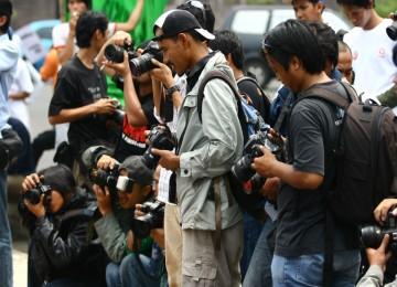 "Penghargaanuntuk Karya Foto Jurnalistik "" PILKADADALAM LENSA"""