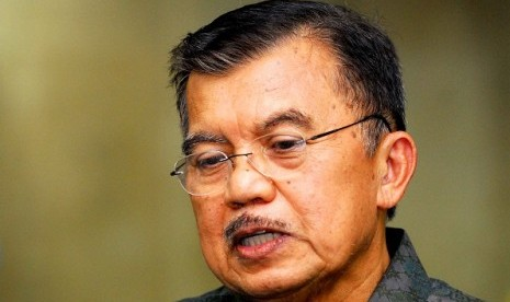 Jusuf Kalla admitts that the government makes mistake so far, since the state administration place itself equal with foreign companies. (file photo)