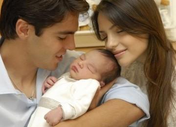 Kaka dan Caroline Celico bersama Luca saat masih bayi.
