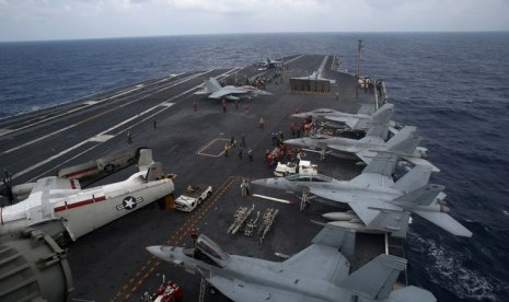 Iran Mata-matai Kapal Induk AS di Teluk Persia