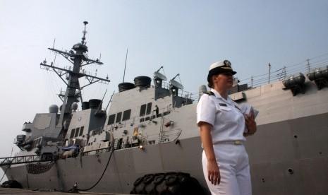 Kapal Perang AS Lego Jangkar di Bali