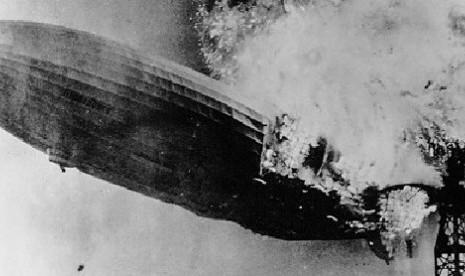 Kapal Zeppelin yang terbakar di New Jersey