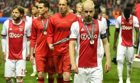 Kapten Ajax Frustrasi Bongkar Pertahanan Kokoh MU