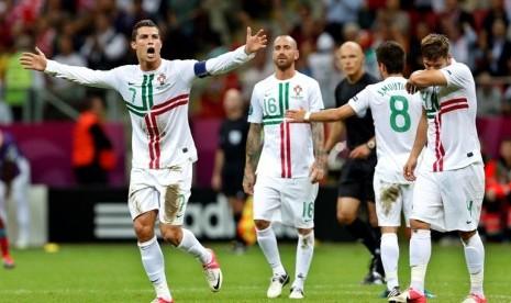 Kapten tim Portugal, Cristiano Ronaldo meluapkan kegembiraan usai menjebol gawang Republik Cheska dalam babak perempat final Piala Eropa 2012, Jumat (22/6) WIB dinihari.