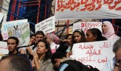 Kaum wanita Mesir ketika berunjuk rasa menuntut para pelaku pelecehan seksual dihukum berat.