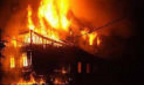 Kebakaran Hebat Menimpa Bangunan Milik PT Glory di Semarang