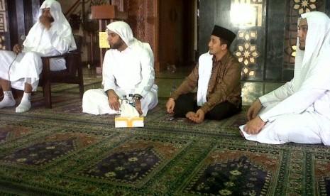 Imam Masjid Madinah Uji Peserta Indonesia Menghafal