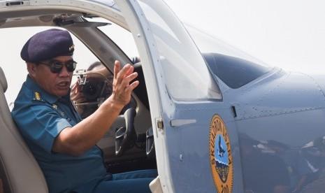 Kepala Staf TNI AL (KSAL) Laksamana TNI Ade Supandi di base ops Pangkalan Udara TNI AL Juanda, Sidoarjo, Jawa Timur, Senin (20/4). (ANTARA/Zabur Karuru)