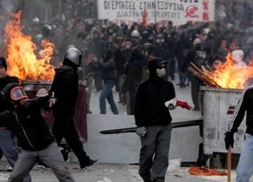 Kerusuhan di Yunani akibat krisis  ekonomi di negeri itu yang berkepanjangan sejak tahun 2008