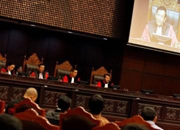 Ketua Hakim Konstitusi memimpin sidang pengujian materi undang-undang di Mahkamah Konstitusi, Jakarta