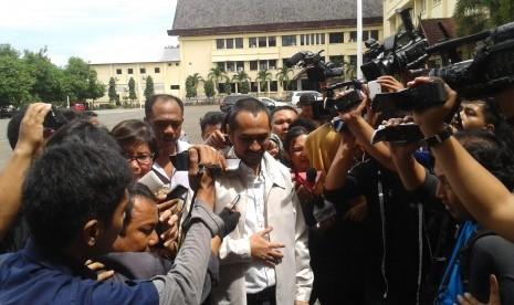 Ketua Komisi Pemberantasan Korupsi (KPK) nonaktif, Abraham Samad, menjalani pemeriksaan di Polda Sulselbar pada Selasa (28/4).