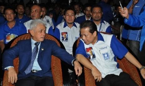 Ketua Umum PAN, Hatta Rajasa (kiri).