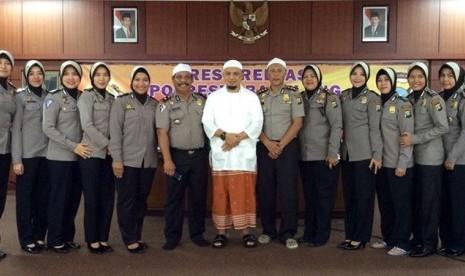 KH Muhammad Arifin Ilham bersama jajaran Polri