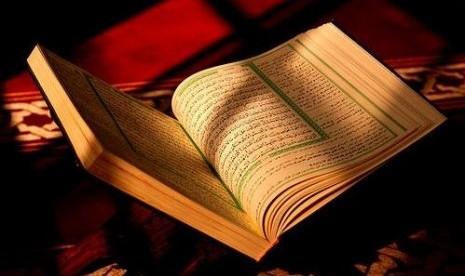 Kitab Suci Alquran dan Terjemahnya.