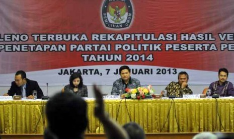 Komisi Pemilihan umum menggelar rapat pleno rekapitulasi hasil verifikasi partai politik di Gedung KPU, Jakarta, Senin (7/1/2012) .