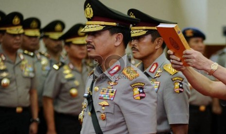 Komjen Pol. Oegroseno mengucapkan sumpah jabatatan saat mengikuti upacara serah terima jabatan (Sertijab) Wakapolri di Mabes Polri, Jakarta, Jumat (2/8).   (Republika/ Tahta Aidilla)