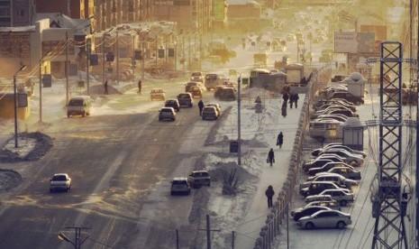 Kota Nyabrsk, Rusia, terletak di atas ladang minyak Siberia Barat. Kota ini memiliki populasi hingga 100 ribu penduduk. Kota tersebut didirikan sebagai hunian pekerja pada 1970.