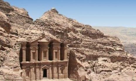 Petra: Misteri Kota Berdinding Batu