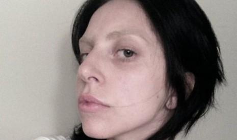 Lady Gaga beda tanpa make up