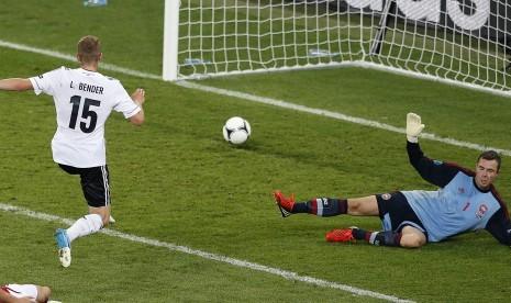 Lars Bender pastikan kemenangan sempurna Jerman di penyisihan grup Piala Eropa 2012