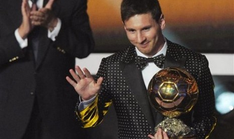Lionel Messi Raih FIFA Ballon d'Or 2012