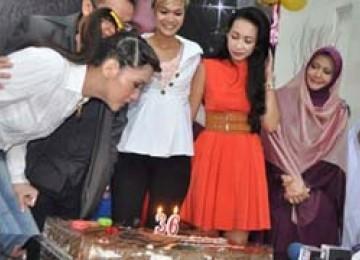 Maia estianty ulang tahun bersama anak yatim