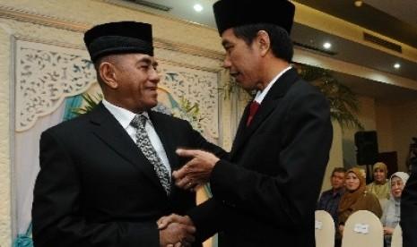 Mantan KSAD Jenderal (Purn) Ryamizard Ryacudu bersama Presiden Jokowi.