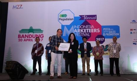 Dirut Bank BJB Raih Markplus Award
