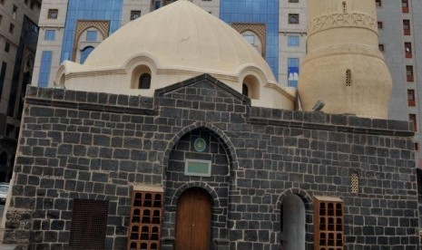 Masjid Abu Bakar Ash-Shiddiq di Madinah, Arab Saudi.
