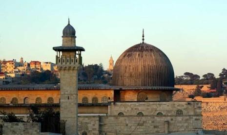 Israel Larang Warga Palestina Shalat Jumat di Al-Aqsa