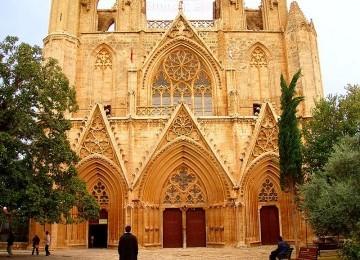 Masjid Lala Mustafa Pasha awalnya dikenal sebagai Katedral Saint Nicolas. Bangunan ini adalah bangunan abad pertengahan terbesar di Famagusta, Siprus Utara. Dibangun mulai tahun 1298 dan ditahbiskan sebagai katedral Kristen pada tahun  1328. Katedral diuba
