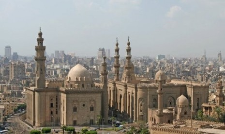 masjid-madrasah-sultan-hassan-di-kairo-mesir-_120916201953-207.jpg (465×276)