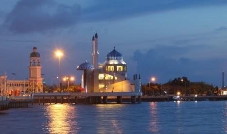 Masjid Pantai Padang Bakal Jadi  Wisata Halal