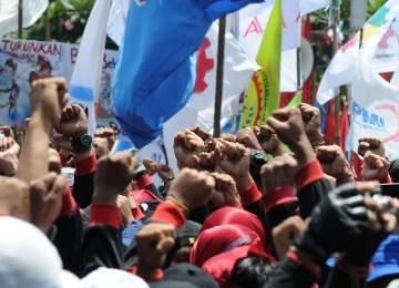 Massa buruh melakukan aksi menolak kenaikan harga bahan bakar minyak bahan bakar minyak (BBM). (ilustrasi)