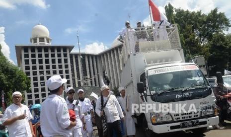 In Picture: Protes Tuntutan Jaksa, GNPF Gelar Aksi Damai Usai Shalat Jumat