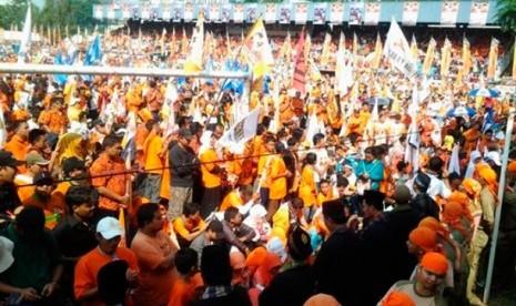 Massa kampanye Hidayat-Didik