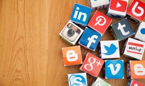 Cara Mengunggah Foto Lama ke Riwayat Medsos