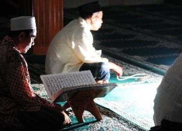 Muslim Bali Hidupkan Malam Nifsu Sya'ban