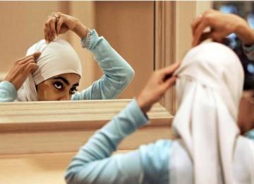 Mengenakan jilbab