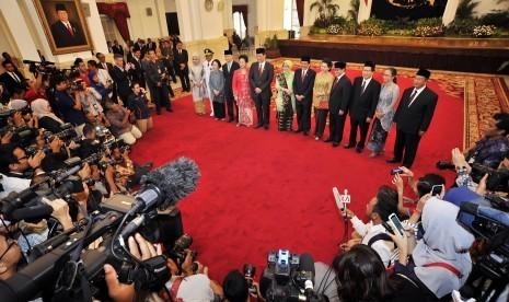 Pelantikan menteri hasil reshuffle Kabinet Kerja di Istana Negara, Jakarta, Rabu (12/8).