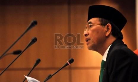 Menteri Agama RI Suryadharma Ali memimpin sidang Isbat di Kantor Kementerian Agama RI, Jakarta, Senin (8/7).  (Republika/Rakhmawaty La'lang)